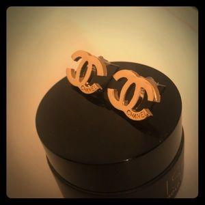 Gold earrings ⭐️